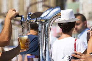 beer  pouring in street festival
