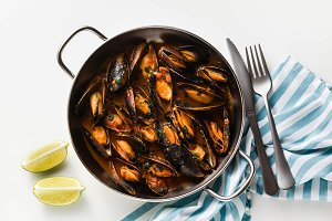 freshly cooked mussels in a frying p