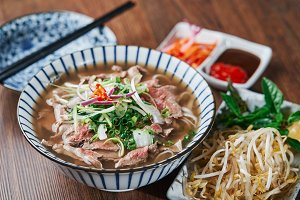 Vietnamese Phở Beef Noodle Soup Bowl