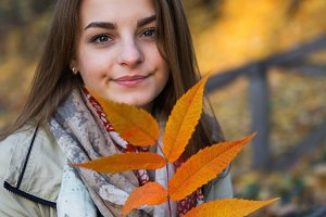 Autumn portrait of a beautiful girl