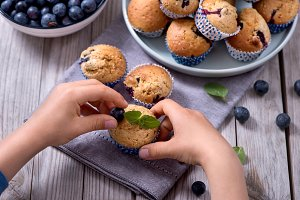 Child´s hands decorating muffins