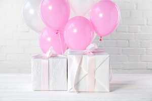 Gift boxes and decorative balloons o
