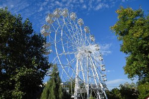 White ferris wheel against the blue