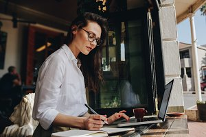 Businesswoman working from a coffee