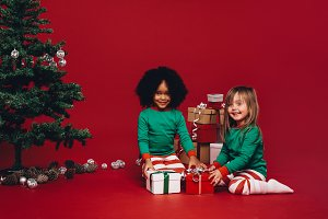 Kids sitting with their christmas