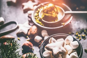 Marshmallows and Christmas cookie