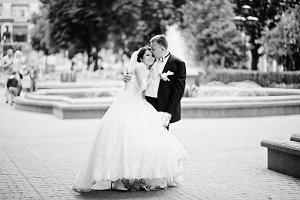 Wedding couple background fountain i