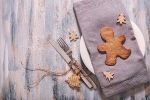 Christmas table setting with cookies