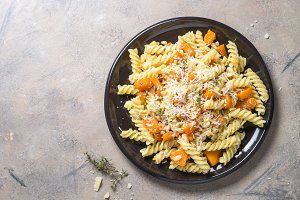Pumpkin pasta with thyme, cream