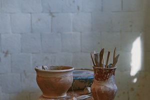 selective focus of pottery tools at