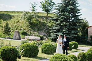 Wedding couple at garden with round