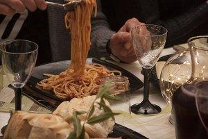 eat spaghetti