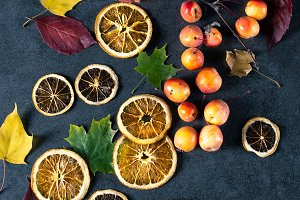 Dried sliced lemons and oranges with