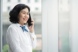 Asian middle business woman are call