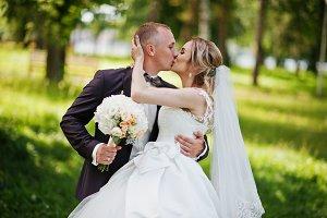 Fashionable kissing wedding couple h