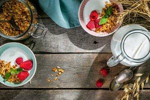 Summer breakfast - granola with