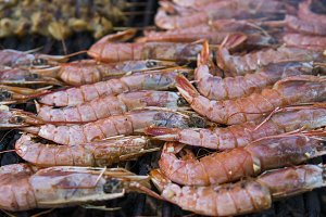 Cooking fresh king's shrimp on a