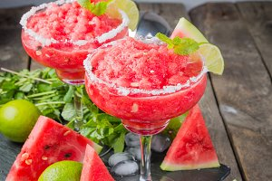 Watermelon margaritas with lime and