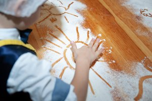 Children cook from dough and paint
