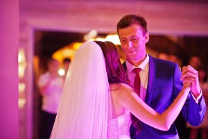 Amazing first wedding dance with var