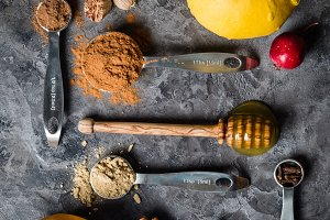 Pumpkin pie spices in measuring cups