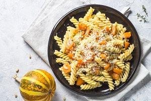 Pumpkin pasta with thyme, cream