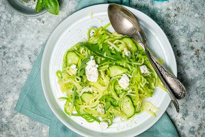 Zucchini noodles with cucumber, feta