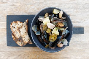 Clams and mussels stew