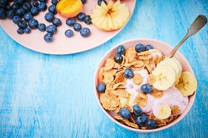 Healthy breakfast bowl berry greek