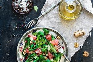 Spring salad with grapefruit
