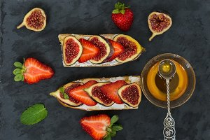 Fig and strawberry sandwiches