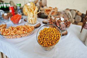Table catering with peanuts and snac