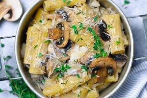 Creamy Mushroom Pasta with Fresh Thy