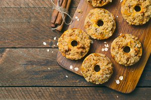 Apple Pie Donuts with Cinnamon Oatme