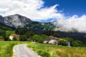 typical basque country houses in Ara