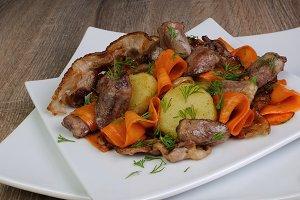 Warm salad with chicken hearts