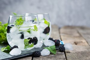 Blackberry mojito and ingredients on