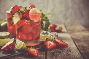 Strawberry mojito and ingredients on