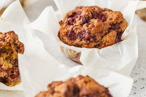 Healthy vegan berry muffins
