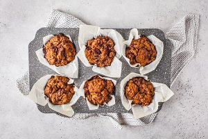 Healthy vegan berry muffins