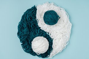 top view of blue and white yarn arra