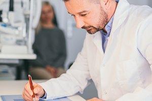 Optician perscribing a treatment for