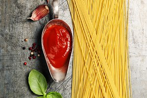 Tomato sauce with spaghetti and ingr