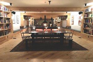 Cozy Lodge Room