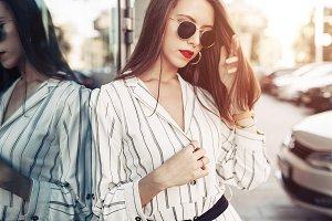 Summer sunny lifestyle fashion portr