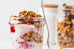 Baked granola and yogurt parfait