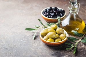 A set of olives and olive oil