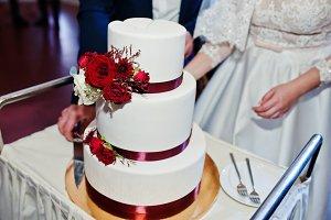 Wedding couple cut wedding cake with