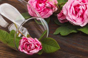 Wineglass with decorative light pink