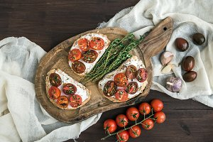 Sandwiches bruschetta with tomatoes